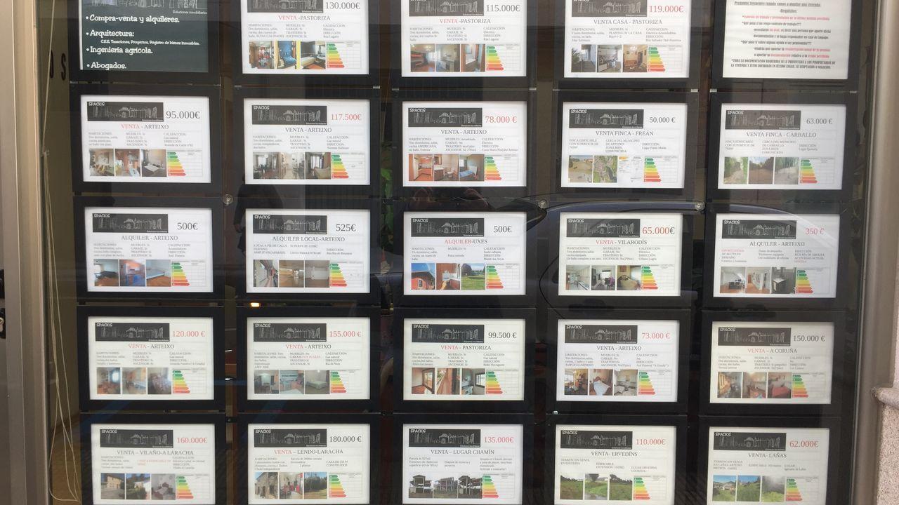 El torreón de Cela en Ciudad Jardín está a la venta.Los escaparates de las inmobiliarias en Arteixo no tienen ni una oferta de alquiler en el núcleo urbano