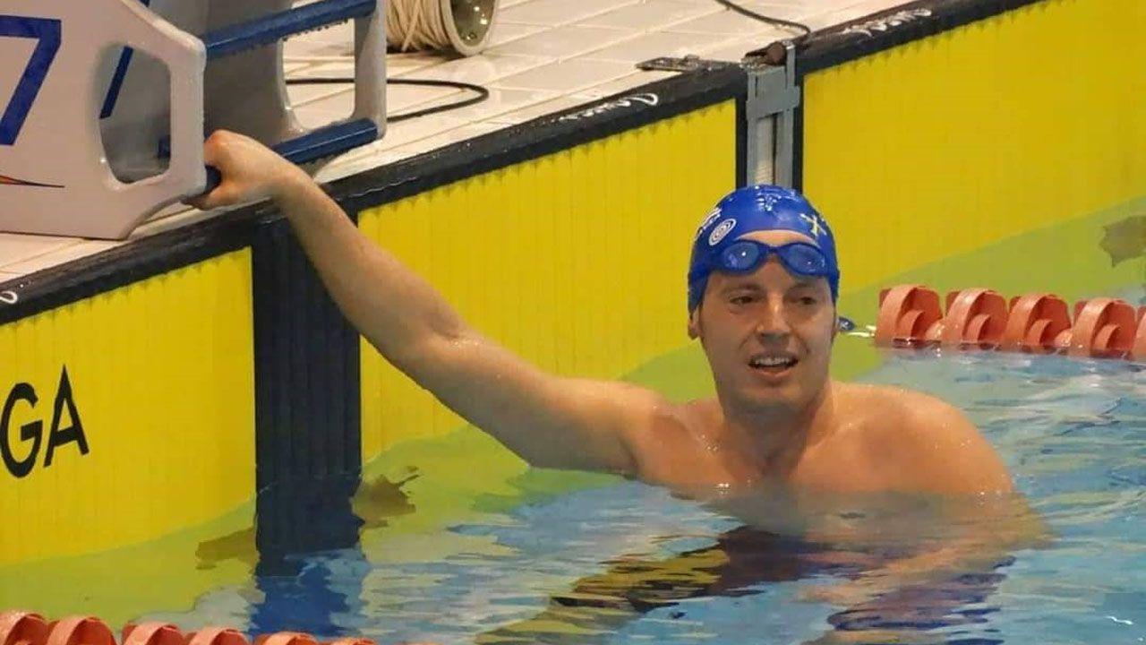 El exconsejero, José Luis Iglesias Riopedre.Alejandro Suárez, nadador del villa de Navia