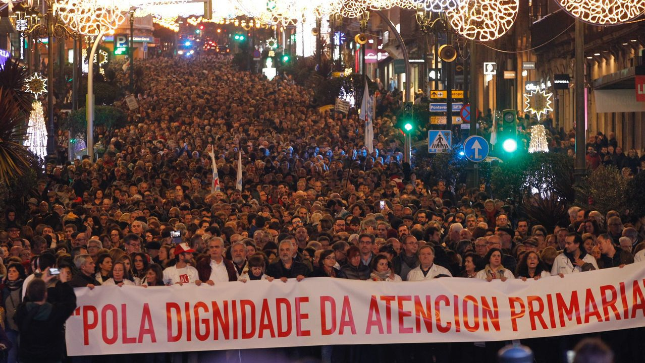 Las gasolineras de la frontera con Portugal desbordadas por la llegada de conductores para repostar.LOVE OF LESBIAN