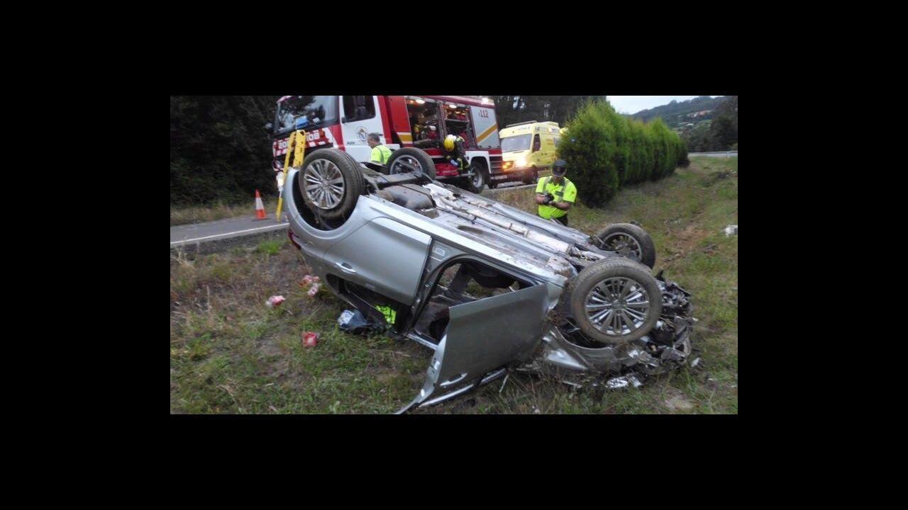 Accidente en la A-6, en Cambre, cerca de la salida de Carral