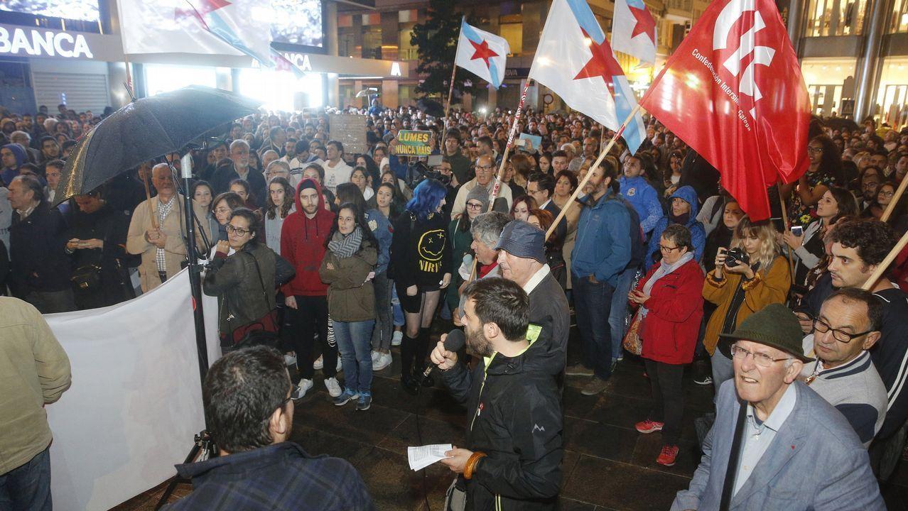 OBELISCO CONCENTRACION CONTRA LOS INCENDIOS FORESTALES CONVOCADA POR EL COMITE DE DEFENSA DO MONTE