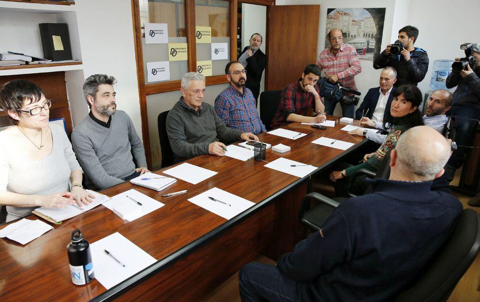 La propuesta rechazada. Había citado Democracia Ourensana a los otros dos grupos municipales de oposición el 15 de marzo. Hubo reunión, a la que corresponde la imagen, pero no hubo pacto.