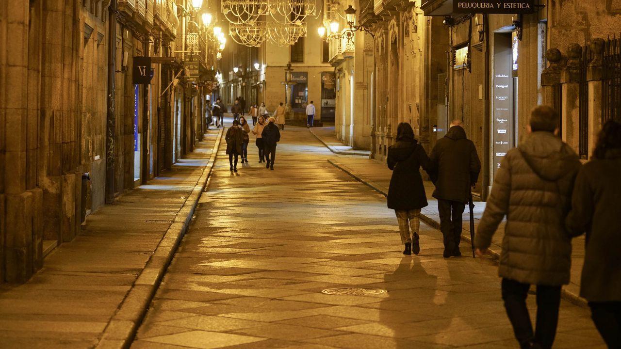 Sanitarios de Ourense alertan sobre la saturación hospitalaria y apelan al autoconfinamiento.Maribel Felguera y su familia, únicos habitantes de la aldea de Anagaza, en Trives