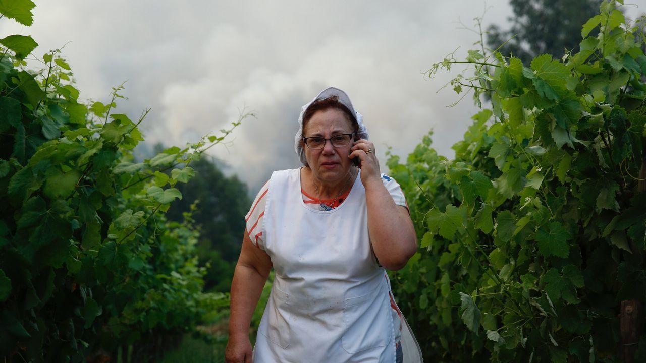 Las lágrimas de dos vecinos el domingo tras la dramática madrugada vivida en Pedrógão.
