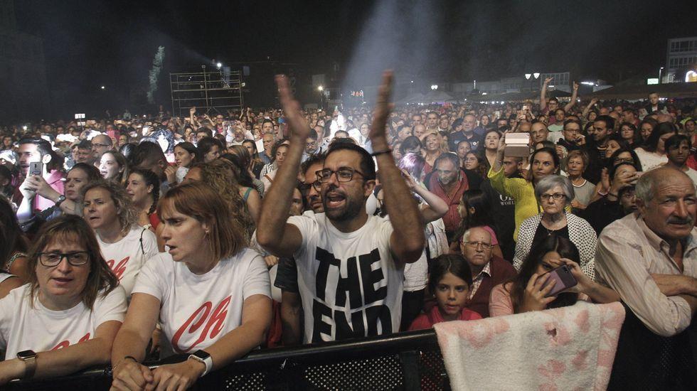 Público en uno de los conciertos de las fiestas del pasado año en la explanada de la Compañía
