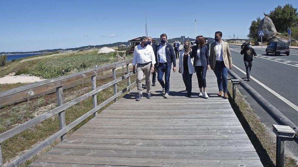 Marín escoge a sus socorristas del verano.Núñez Feijoo recorrió un tramo del itinerario peatonal de la PO-308 en Noalla, Sanxenxo, con el alcalde y las conselleiras de Medio Ambiente e Infraestruturas