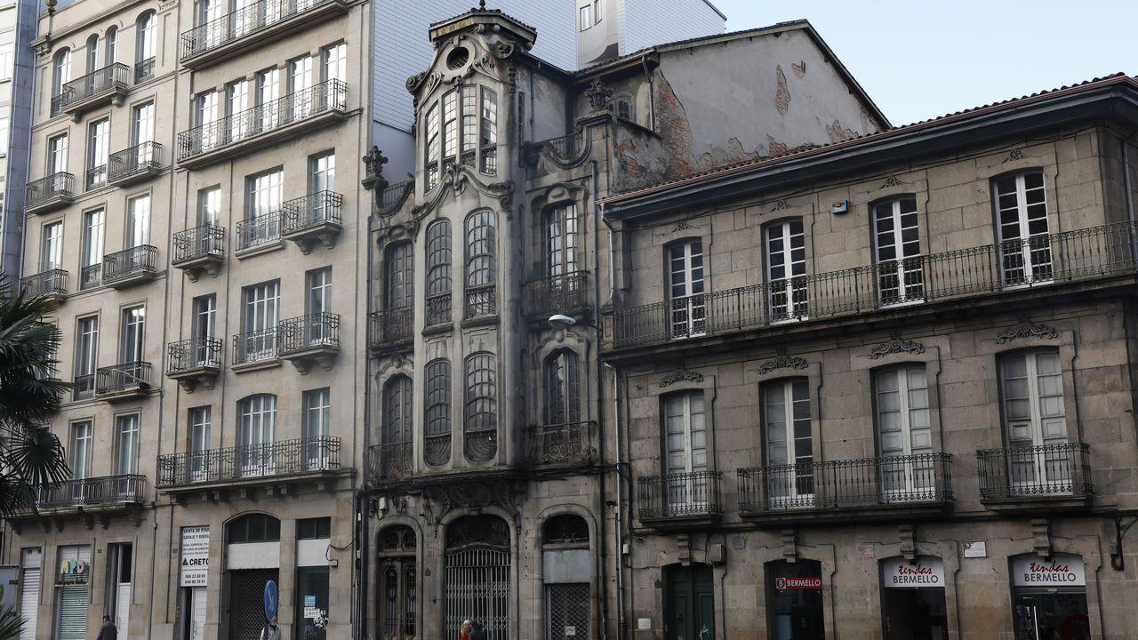 La Casa Taboada, también conocida como edifico Gulías, está situada en la calle Progreso