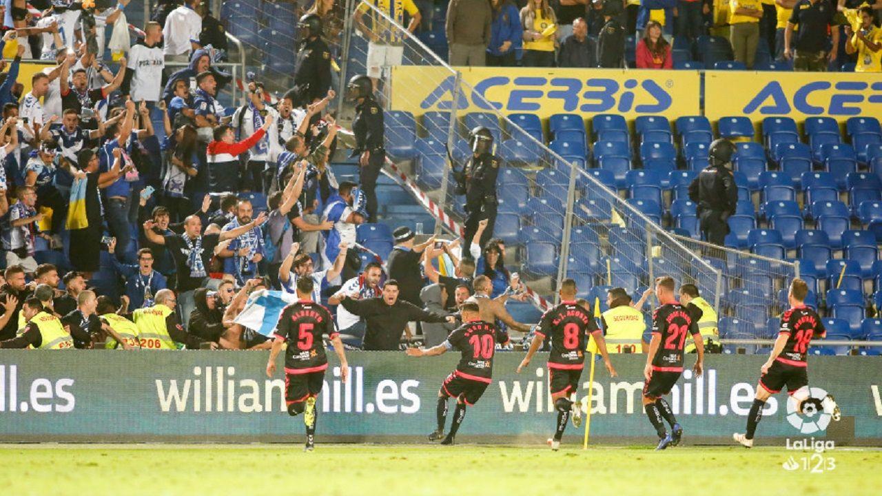 «¡Ay, Martín, qué emoción!».Los jugadores del Tenerife celebran un gol marcado a la UD Las Palmas