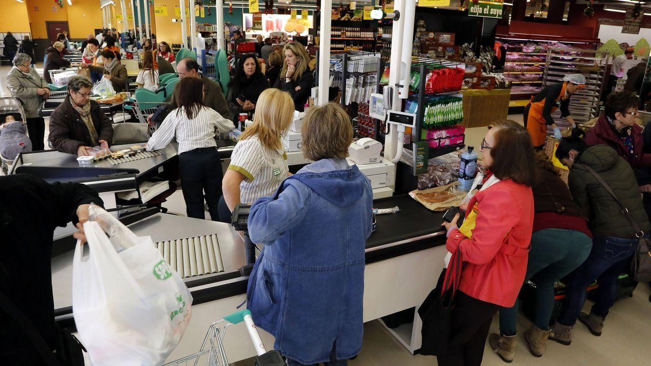 Rebajas adelantadas en una tienda de Oviedo.Lengua de signos