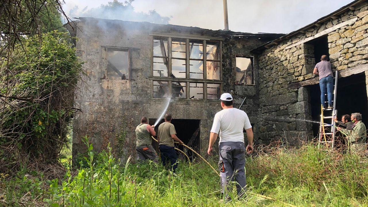 Incendio en una vivienda deshabitada de Espiño (A Veiga)