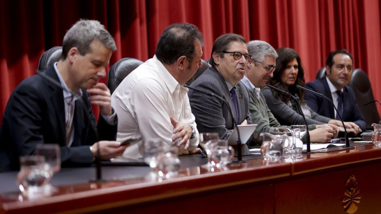 Así son las fragatas F-110 que construirán los astilleros de Ferrol.El alcalde de Oviedo, Wenceslao López (3d), la vicealcaldesa, Ana Taboada (1d), y responsables municipales, durante el recorrido que realizaron con los integrantes del Ministerio de Defensa que forman parte del grupo de trabajo encargado de decidir sobre los usos futuros de la antigua fábrica de armas de La Vega