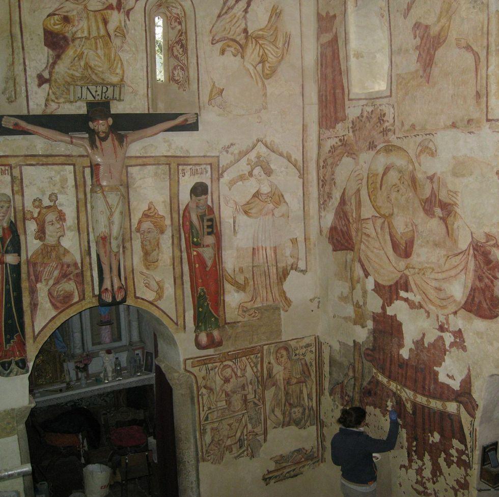 Las pinturas murales del interior se restauraron recientemente.