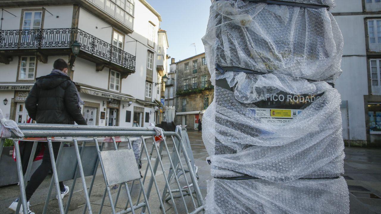 Una fuerte granizada provoca numerosos problemas de tráfico en Santiago.Los nuevos bolardos de control de acceso a la zona monumental ya están instalándose