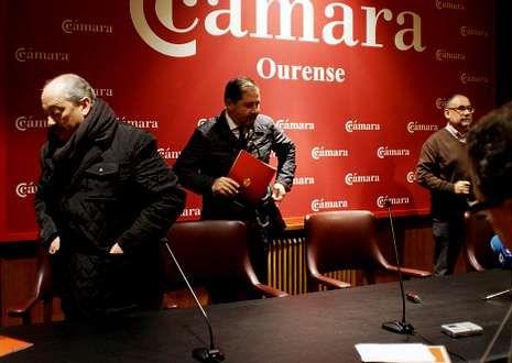Alejandro Estévez y sus vicepresidentes abandonan la Cámara sin dar lectura a las cuetas.