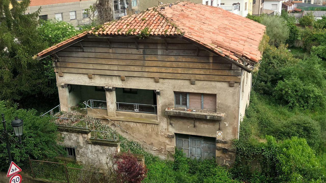 La llamada «casa de los horrores», en la calle Menéndez Pelayo de Oviedo de Ciudad Naranco, junto al colegio Loyola