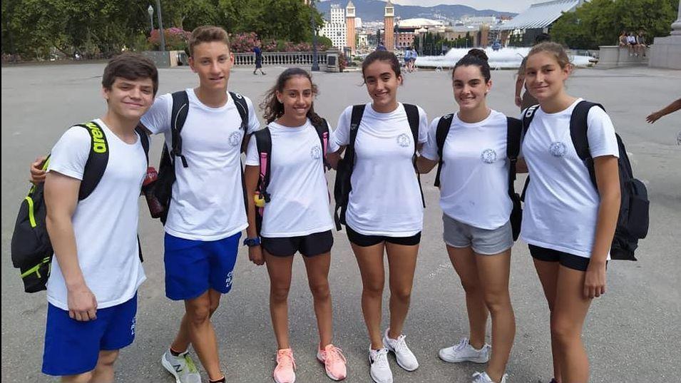 ¡Mira las espectaculares fotografías de la Travesía Sisargas de Malpica!.Jugadores de División de Honor del bádminton Oviedo. archivo