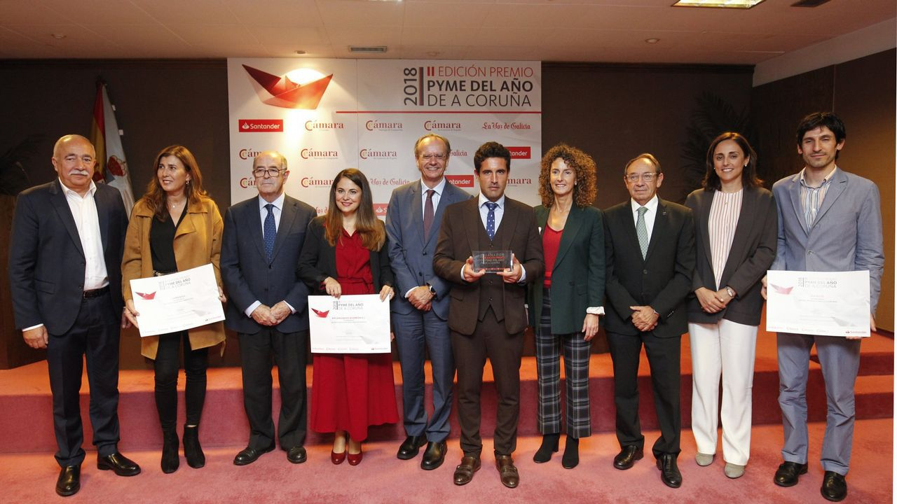 Los candidatos de Asturias por la Izquierda rodean a Alberto Garzón en el mitin celebrado en Gijón