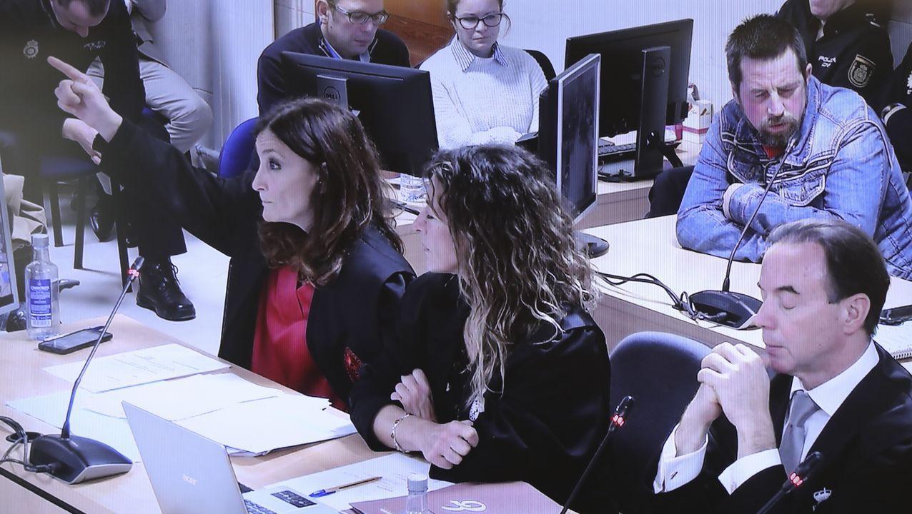 2019, el año con menos muertos con accidentes de tráfico.COLABORACIÓN POLICIAL. Agentes de la Guardia Civil de Tráfico y de la Policía Local escenificaron en Ferrol su plan de colaboración para aumentar la vigilancia en las carreteras de toda Galicia. Sus primeras acciones estarán dirigidas al control de alcoholemias