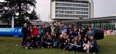 El rastro de la expansión del Big Bang.Los alumnos de Ciencias del IES de Sar visitaron las instalaciones del CERN en Ginebra.