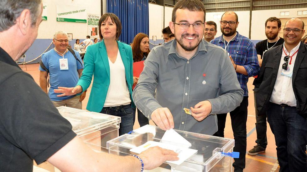 El cabeza de lista del BNG por A Coruña, Carlos Callón, ha votado en Bertamiráns