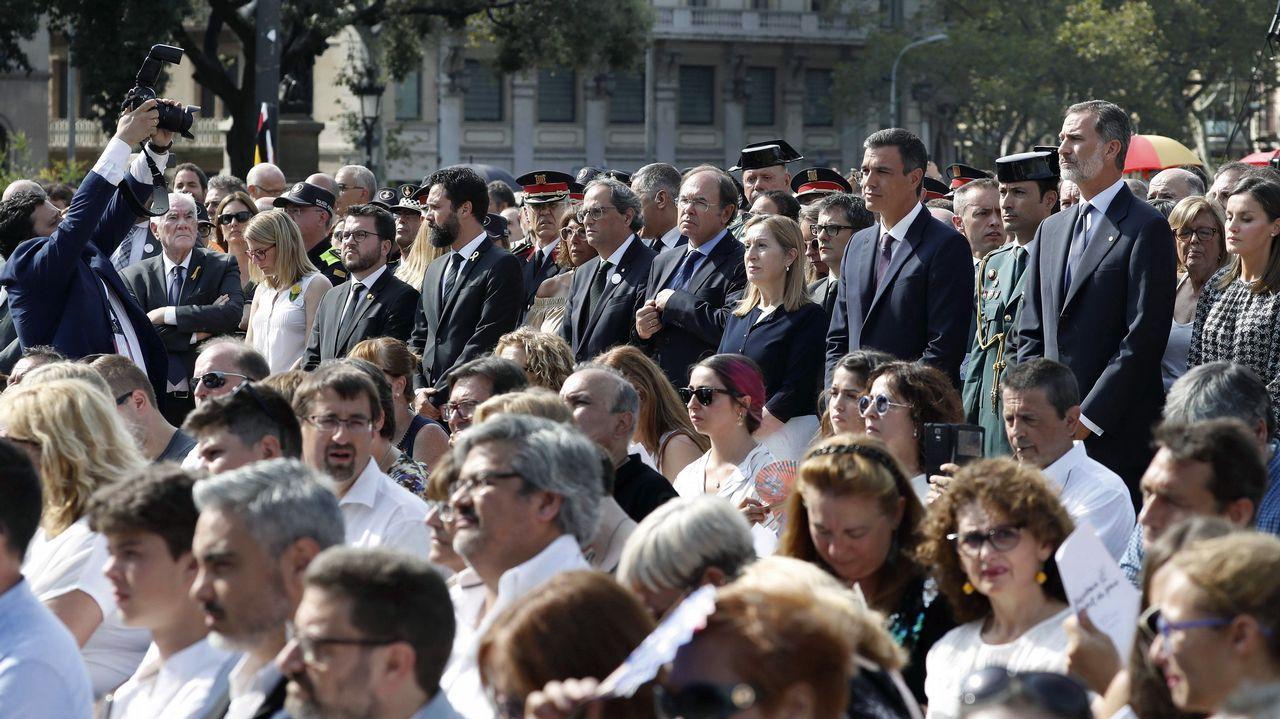 Integrantes de los Comités de Defensa de la República, en el homenaje a las víctimas del 17A