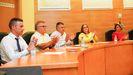 Imagen de los integrantes del gobierno local de Carnota en el pleno de investidura de Juan Manuel Saborido