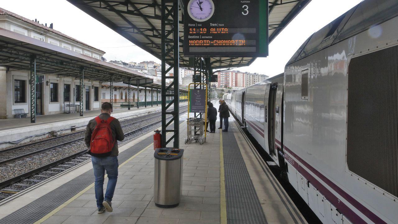 El domingo solo se subieron ocho pasajeros al único tren que salió de Lugo con destino a Madrid