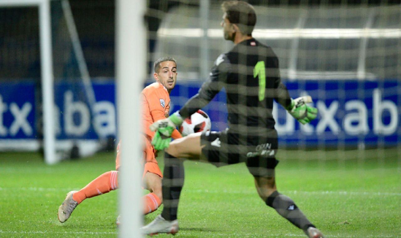 Ernesto Real Sociedad B Real Oviedo Vetusta Zubieta.Ernesto no consigue batir a Zubiaurre en el encuentro de esta tarde