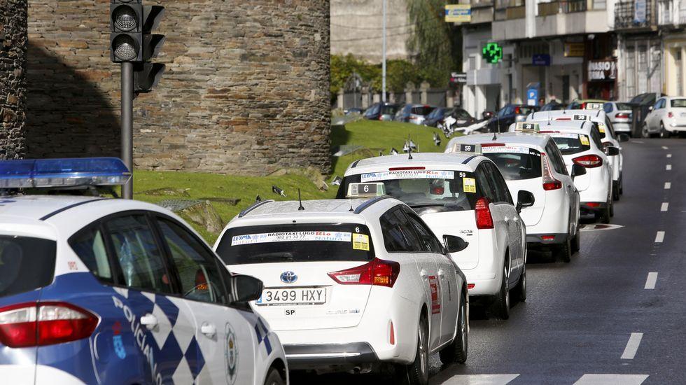 Los taxistan protestan en Lugo contra la competencia desleal