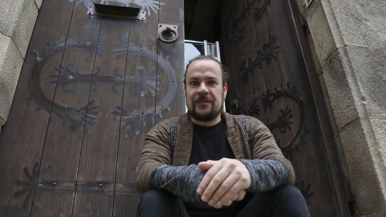 Casas compostelanas con personajes históricos.El pianista y compositor de jazz compostelano Abe Rábade presentó recientemente su nuevo álbum «Doravante» en Madrid y en marzo lo llevará a Lisboa