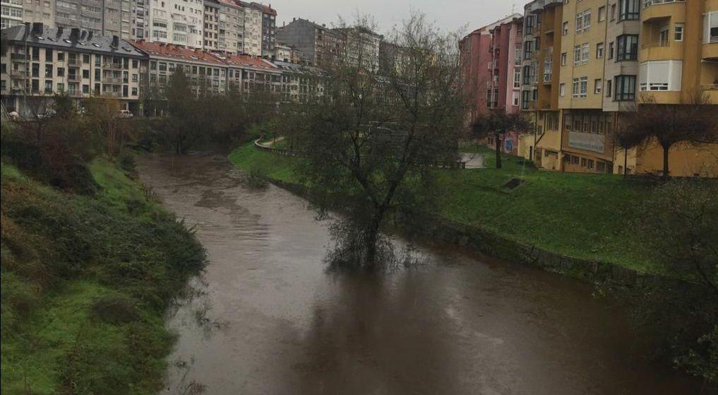 Crecida del río Barbaña a su paso por Ourense