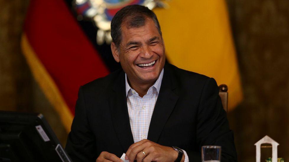 EN DIRECTO:Juan Guaidóaparece en públicotras su autoproclamación como presidente.Correa y Moreno, a la derecha