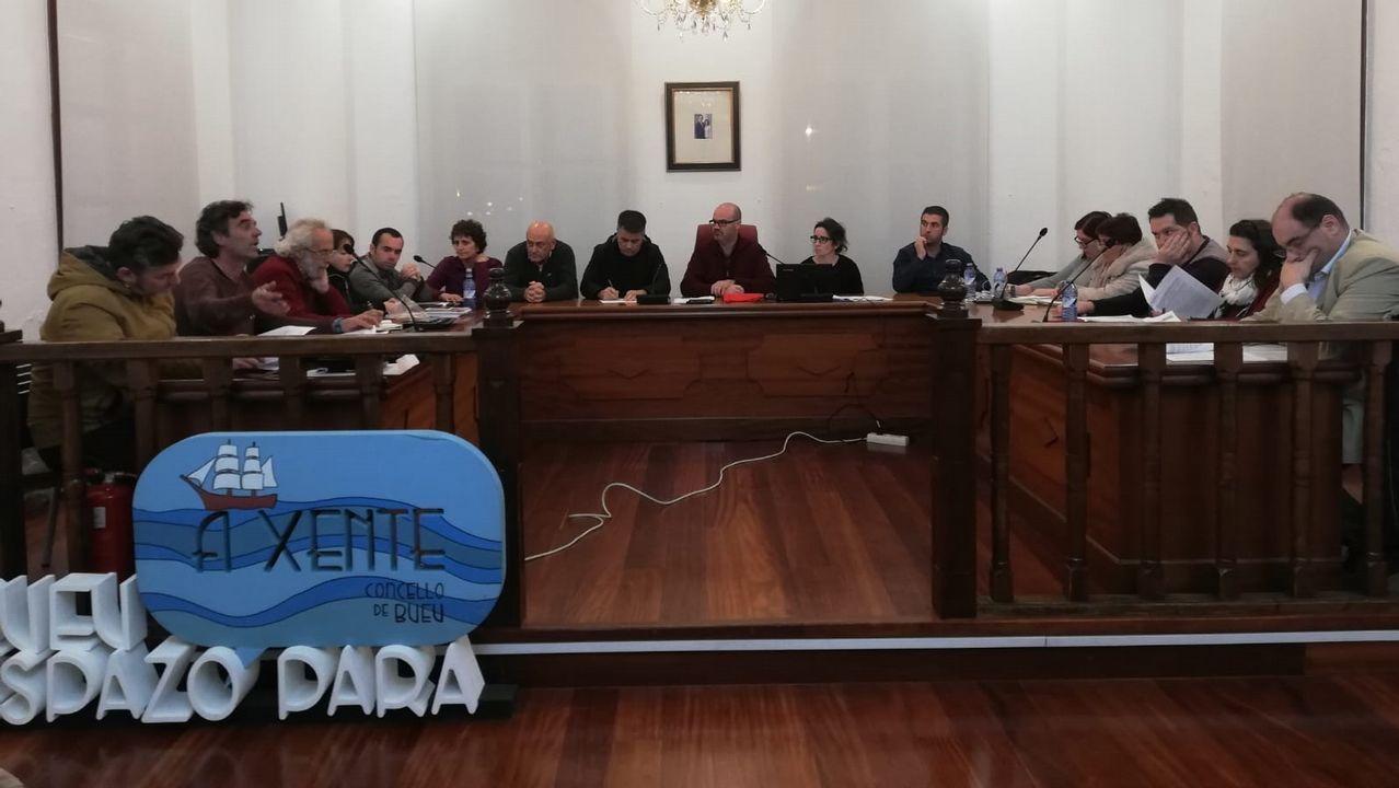 La huelga del 8M también se pinta en el cuerpo.El presidente del PP, Pablo Casado, y la presidenta de Foro, Carmen Moriyón, durante la firma del acuerdo de coalición electoral con Foro Asturias