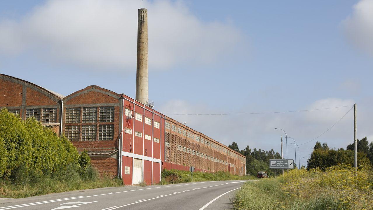 En As Pontes conviven las centrales de gas, a la derecha, y la de carbón
