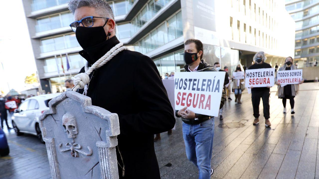 La hostelería protesta de nuevo contra las medidas anticovid.Adrián Barbón