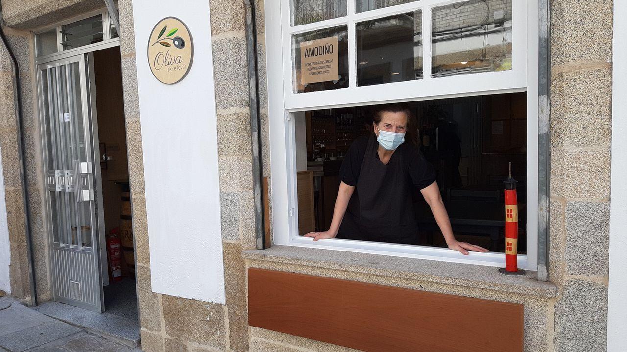 Colas en la realización de test debido al brote en el hospital público da Mariña, en Burela