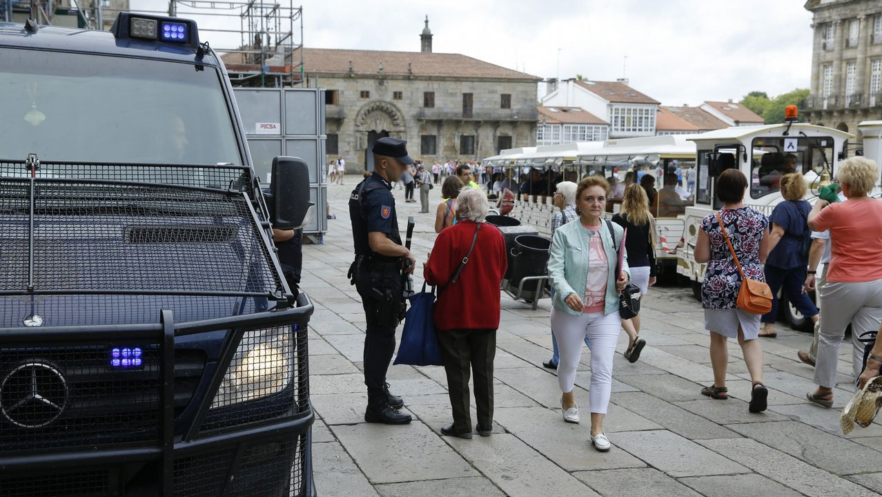 BNG y En Marea celebran de una forma muy diferente el Día da Patria.Miembros del BNG, Esquerra y Bildu, durante la presentación de la candidatura en Santiago
