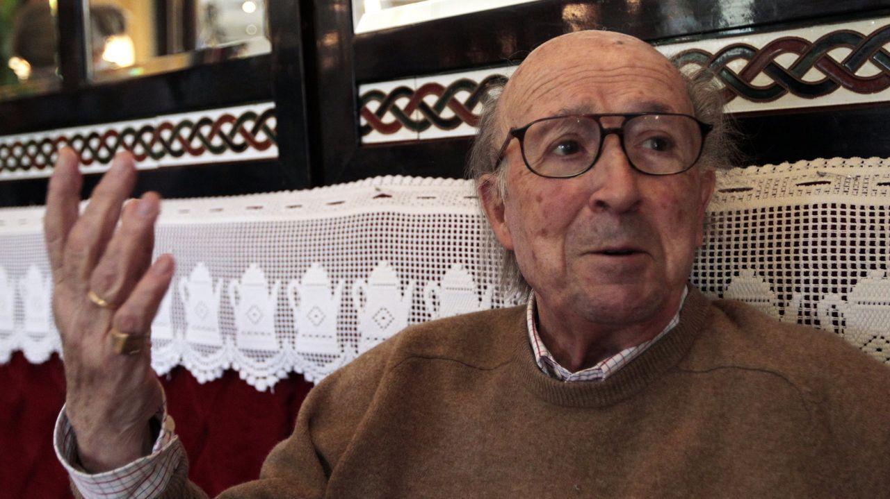 El escritor, periodista y traductor Jesús Pardo, en el Cafe de Oriente de Madrid en el 2014