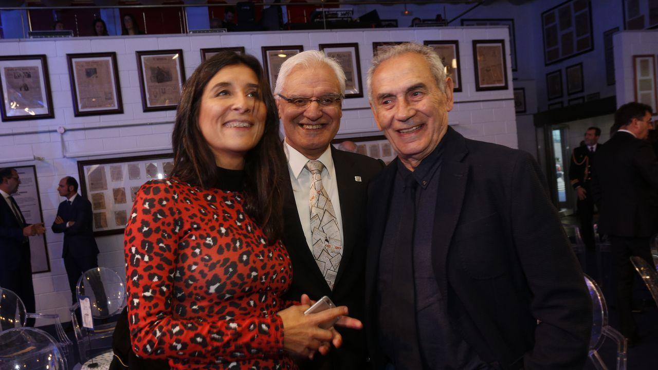 Fernanda Tabarés, directora de Voz Audiovisual, acompañada del histórico nacionalista Camilo Nogueira y el presidente de la Real Academia Galega, Víctor Freixanes
