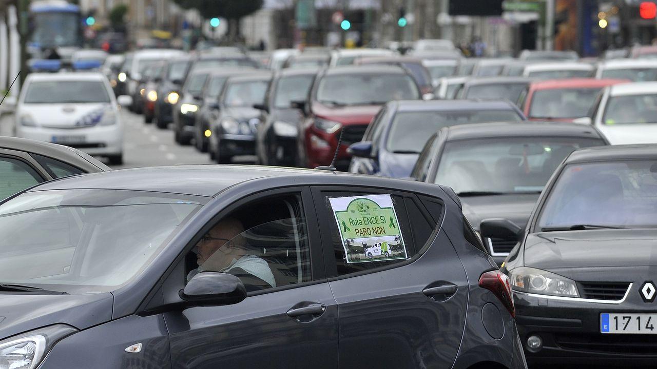 Caravana-protesta de vehículos de Ence y empresas auxiliares, el pasado viernes ante la Delegación del Gobierno en A Coruña