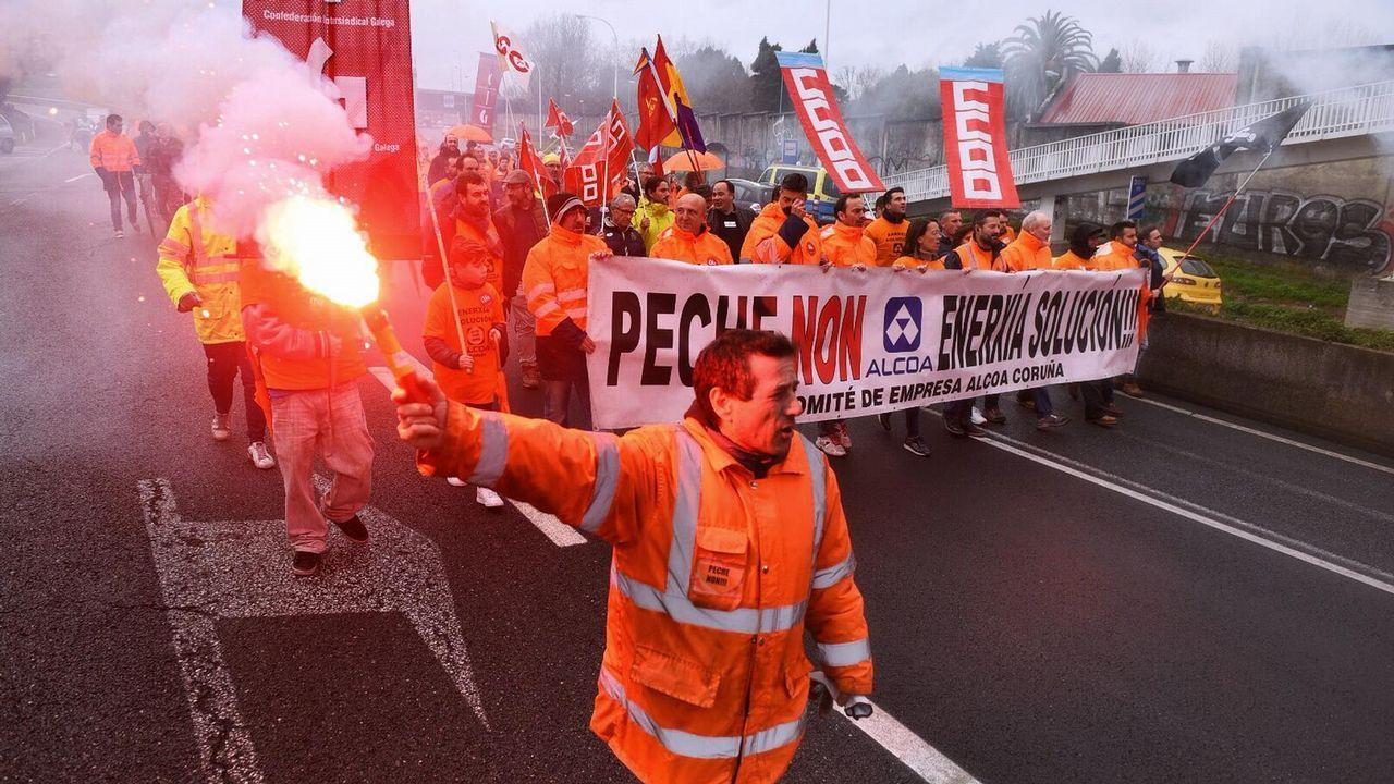 Los trabajadores de la planta de A Coruña vuelven a manifestarse para exigir  una solución  al conflicto.Lucía Galán participó en un acto en A Coruña