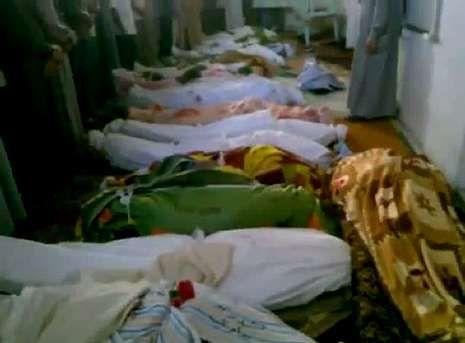 Imagen de vídeo en la que se ven varios cuerpos de la masacre en Tremseh, en la provincia de Hama.