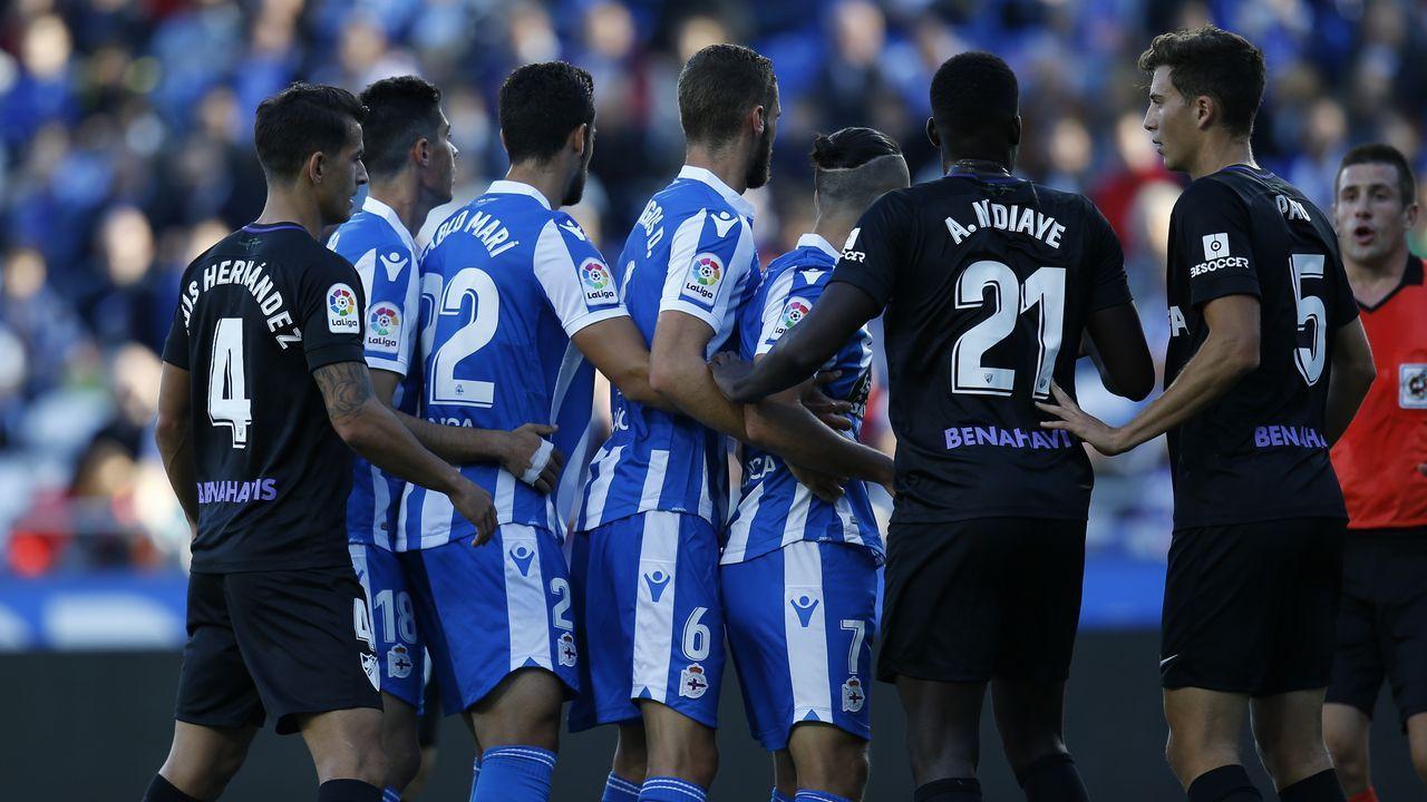 El Dépor - Elche en imágenes.Los deportivistas saludan a la afición tras el partido del pasado viernes