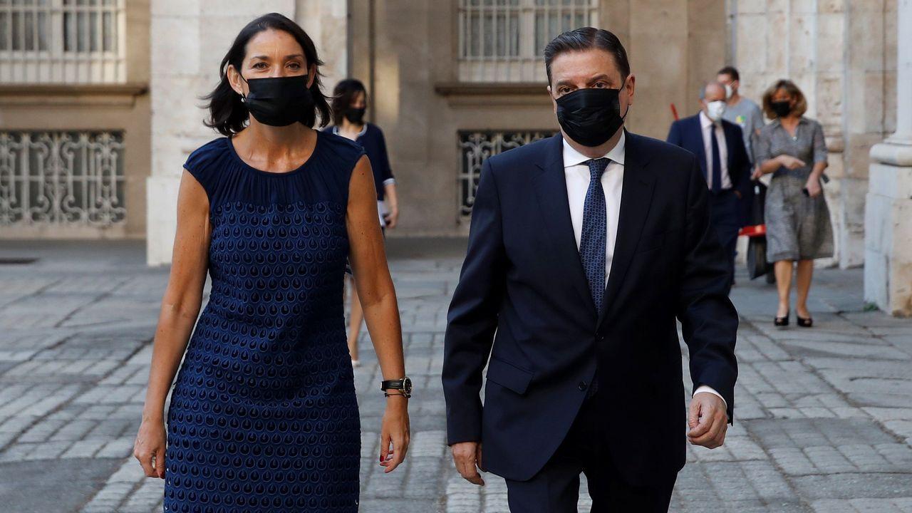 Los ministros de Industria, Reyes Maroto, y Agricultura, Luis Planas