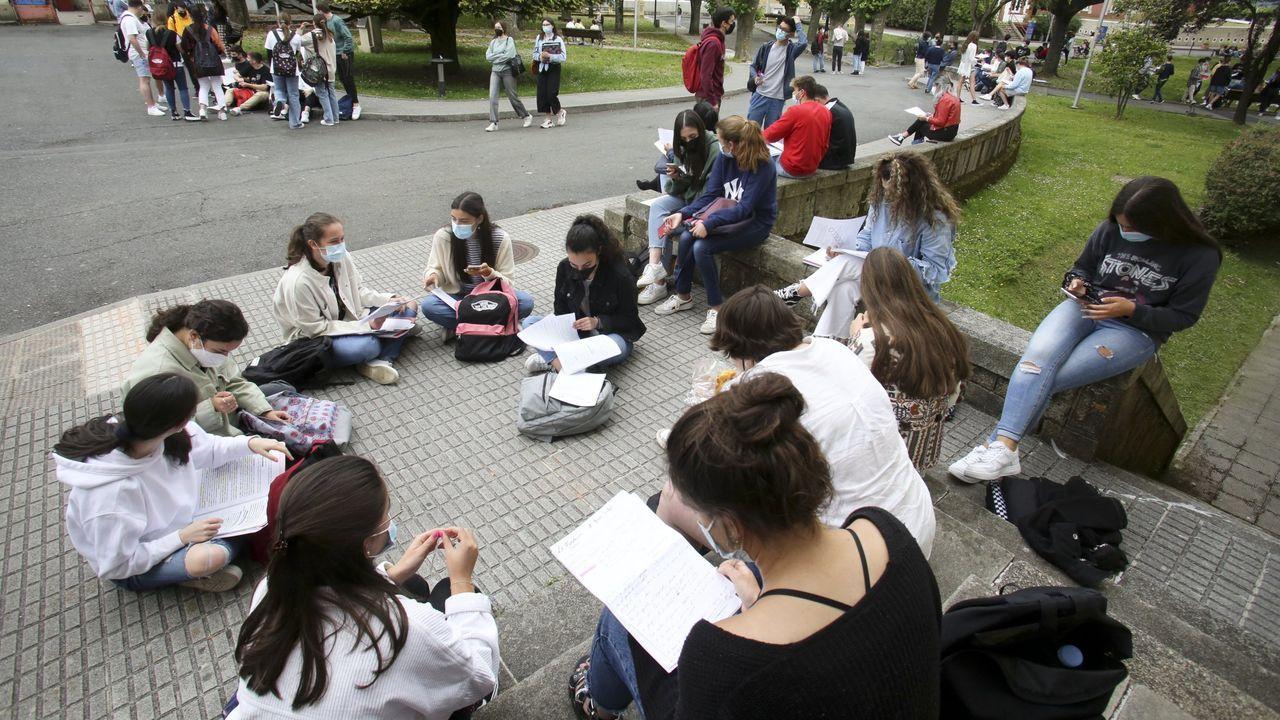 La segunda oportunidad de la EBAU en Vigo.Los estudiantes empezaron los exámenes este martes a primera hora en dos aulas del IES Vilar Ponte de Viveiro, donde tiene su sede una comisión delegada de la CIUG