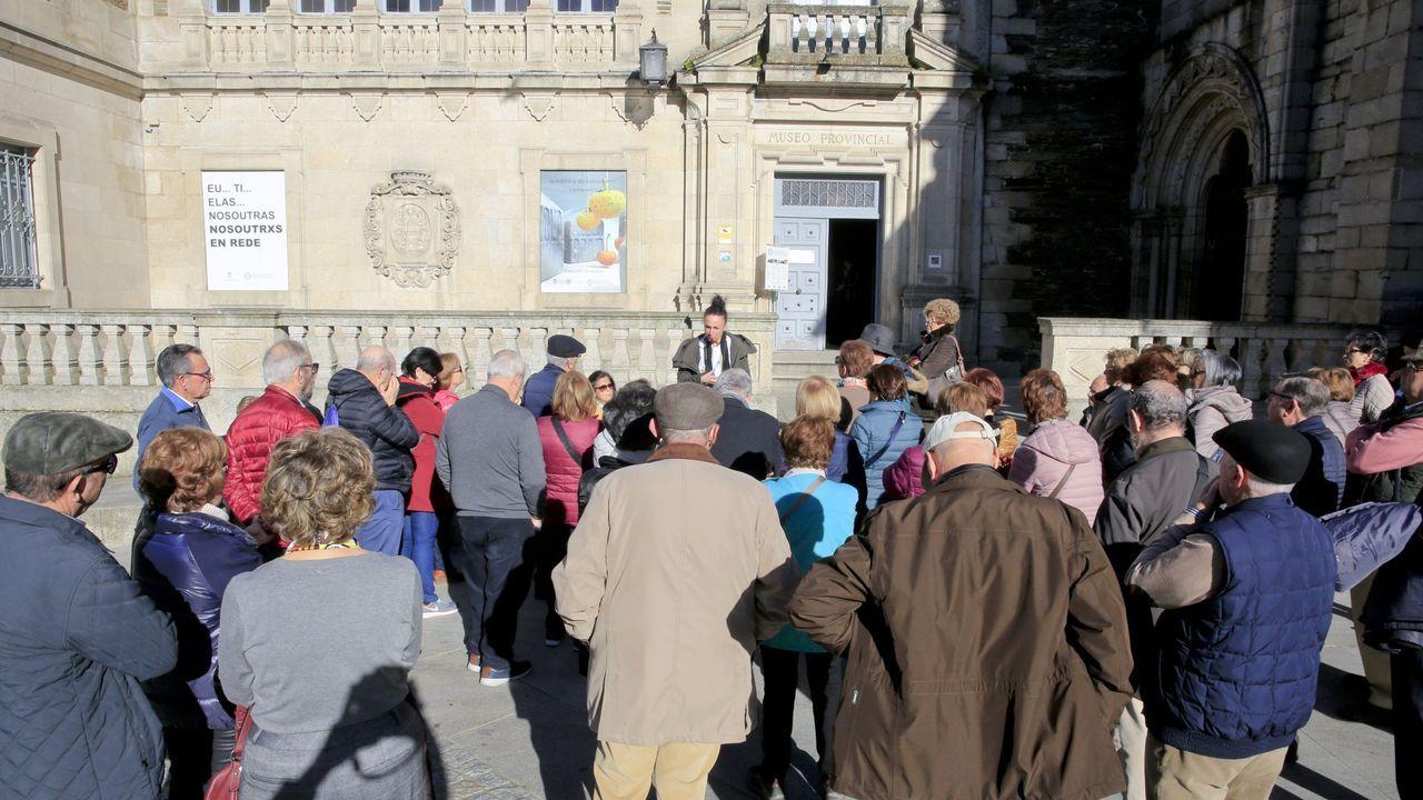 Los usuarios de la residencia de Pol mandan ánimos a sus familias.Una excursión antes de entrar en el Museo Provincial