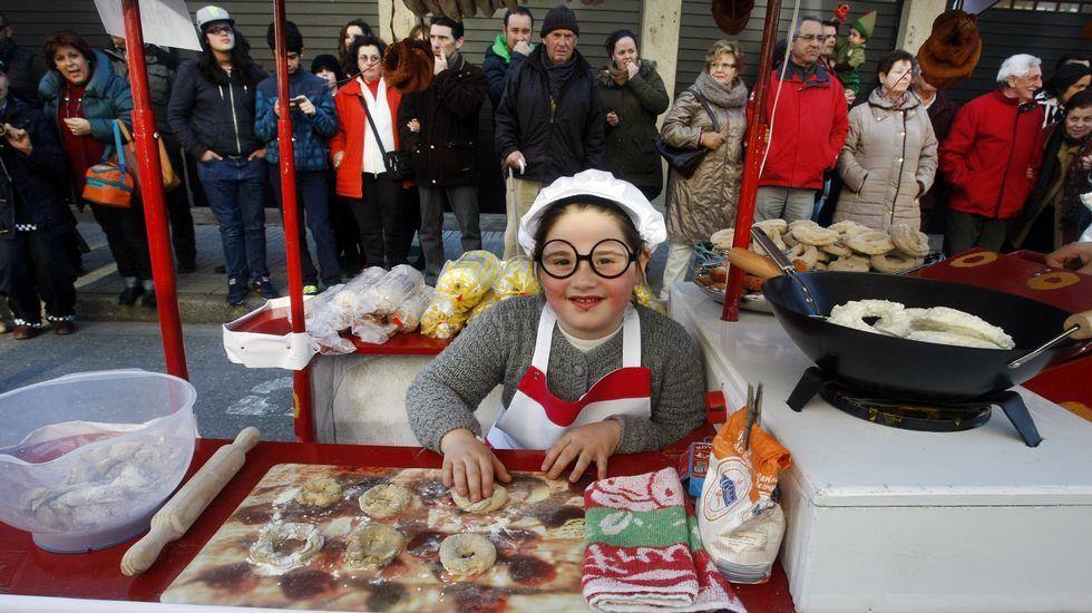 Desfile de carnaval de Vilagarcía.Expectación a las puertas de la cárcel de Alcalá de Guadaíra por la probable salida de Pantoja