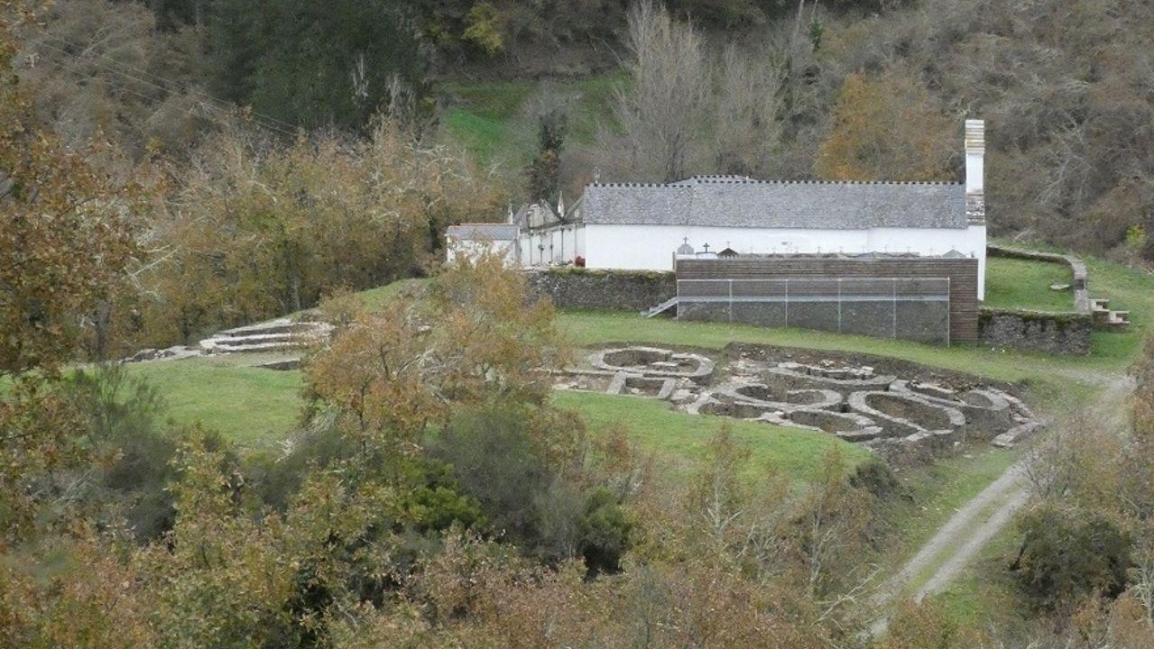 Los trabajos de limpieza y conservación del Castro de Santa María han mejorado su aspecto