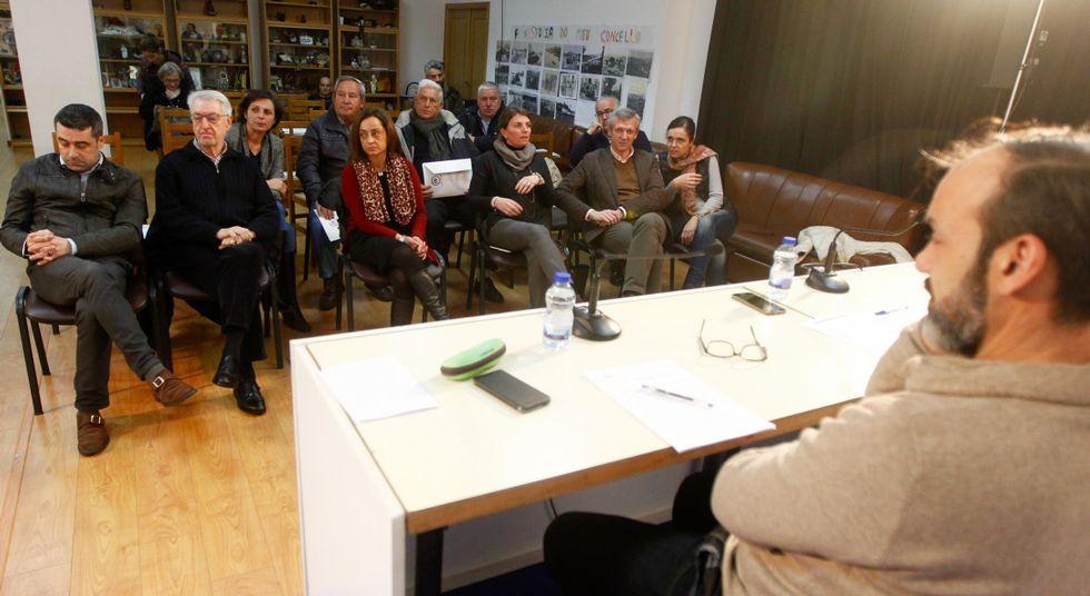 Rajoy mantiene a Cospedal como secretaria general del Partido Popular.Compromisarios de Pontevedra