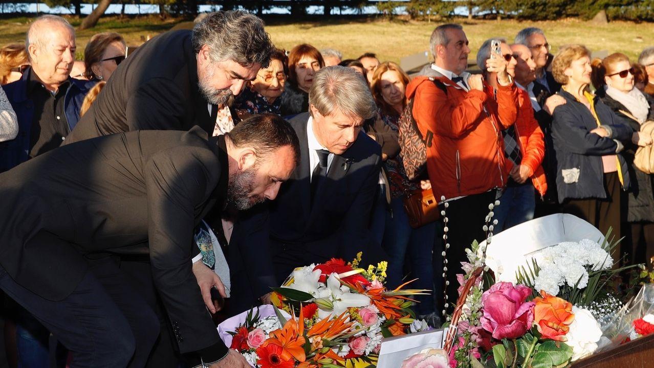 Los vecinos dedican una ofrenda floral cada 11-M a las víctimas de los atentados de 2004 en Madrid.